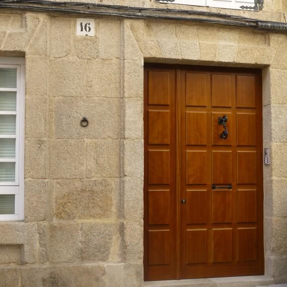 Puerta de entrada madera de teka