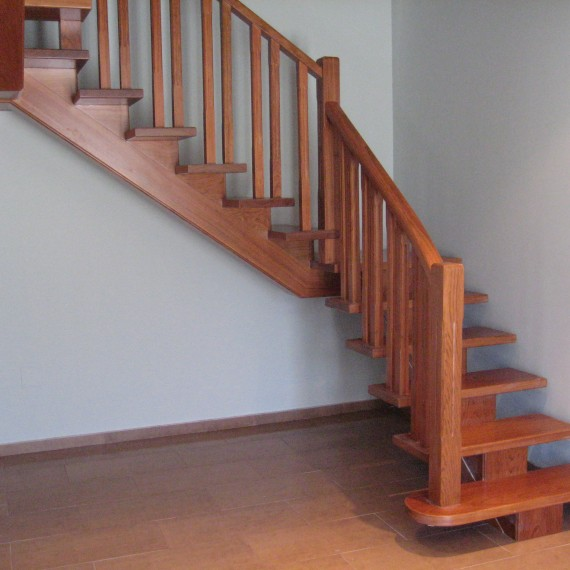 Escalera madera zanca central escaleras interior coru a vettagrupo - Peldanos de madera para escalera ...