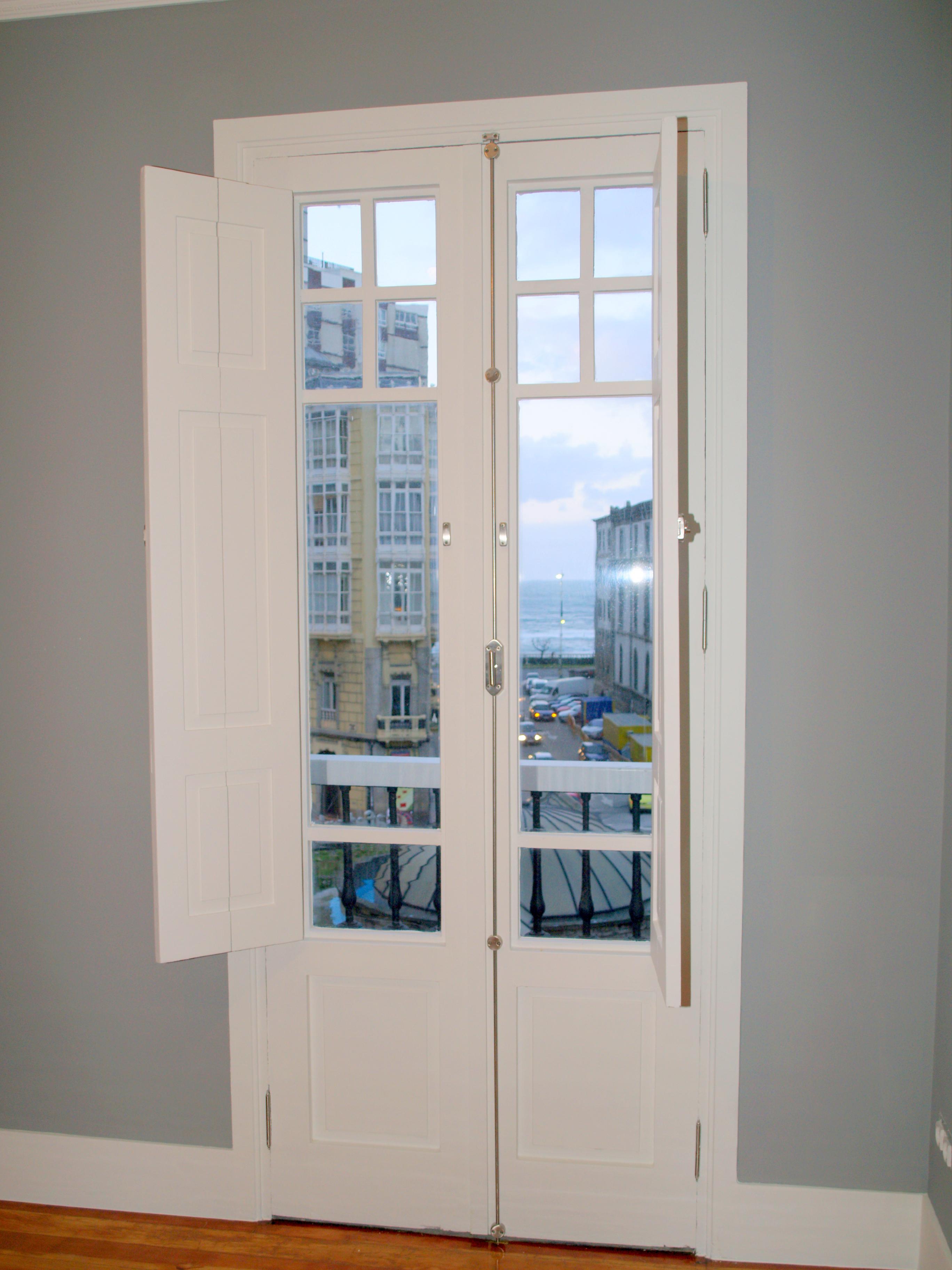 Puerta balconera madera lacada blanco vettagrupo - Puerta balconera aluminio ...