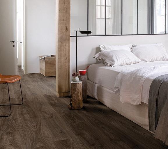 Ba o suelo gris oscuro for Suelos para cuartos de bano