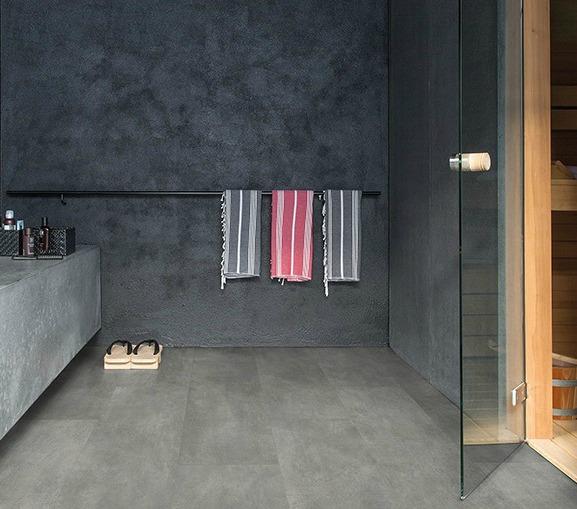 Ba o suelo gris pared blanca for Suelos para cuartos de bano
