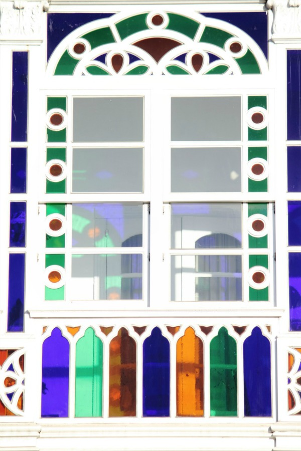 Galerías de A Coruña con cristales polícromos