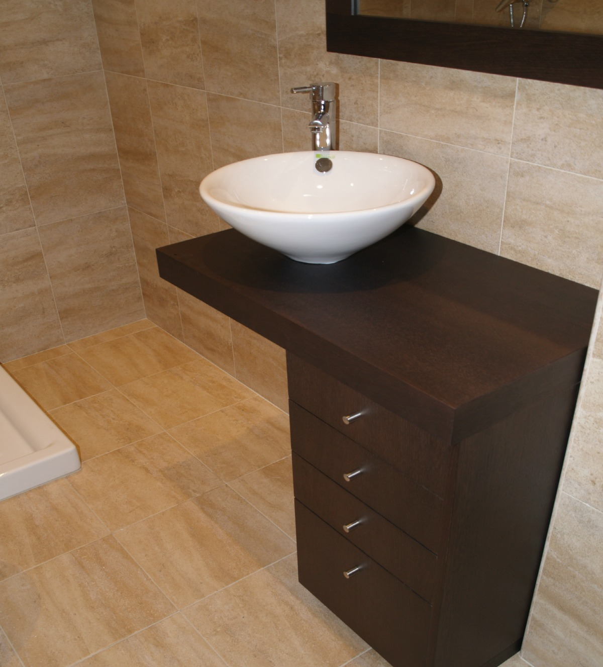 mueble de baño a medida en madera wengue