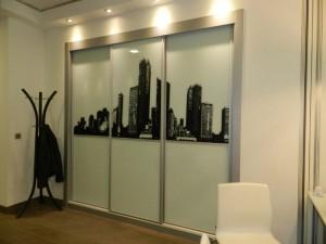 Armario empotrado con puertas personalizadas