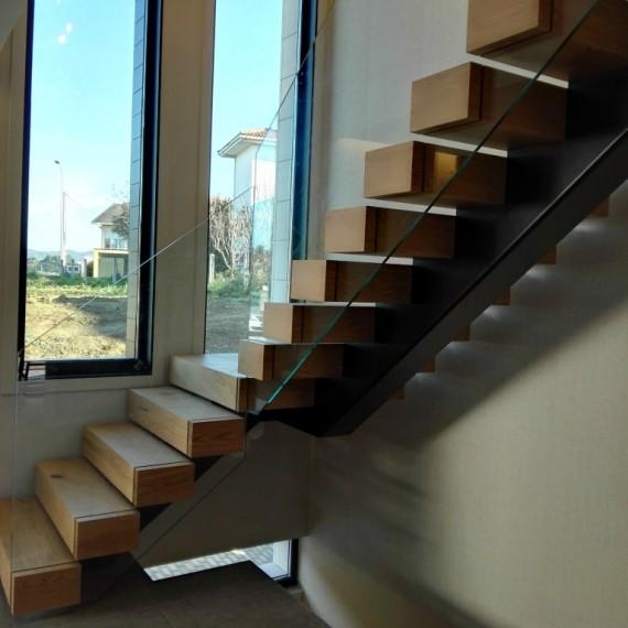 Escalera madera zanca central escaleras interior coru a for Escalera de hormigon con descanso