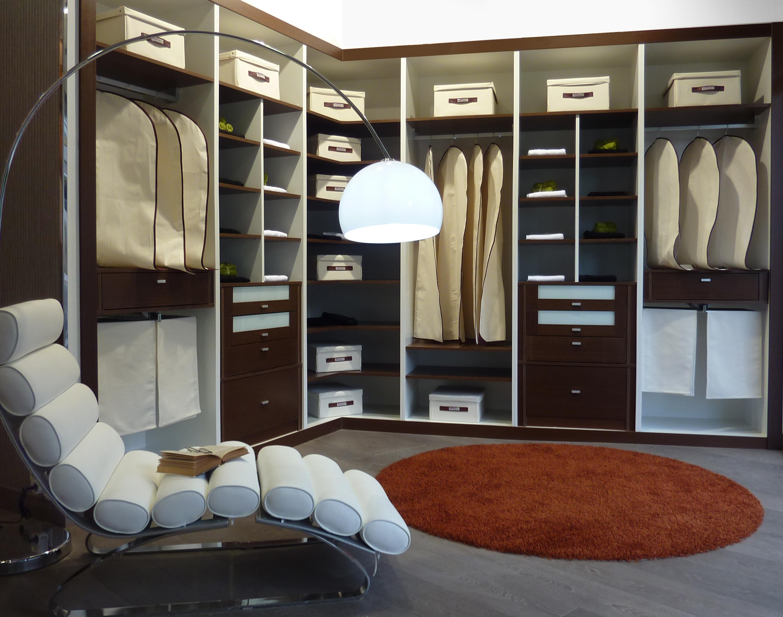Vestidor abierto en esquina blanco y wengue