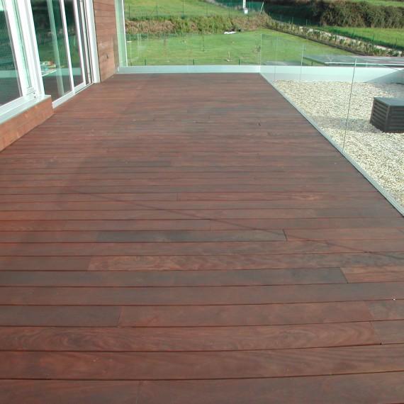 Suelo exterior madera de Ipe aceitada
