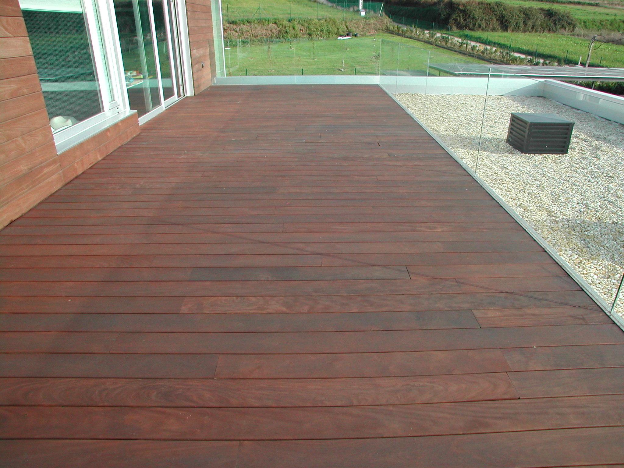 Suelo madera exterior barato materiales de construcci n - Suelo barato interior ...