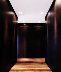 Armario vestidor cerrado madera de roble tintado