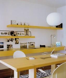 Mesa y estanteria de madera de haya