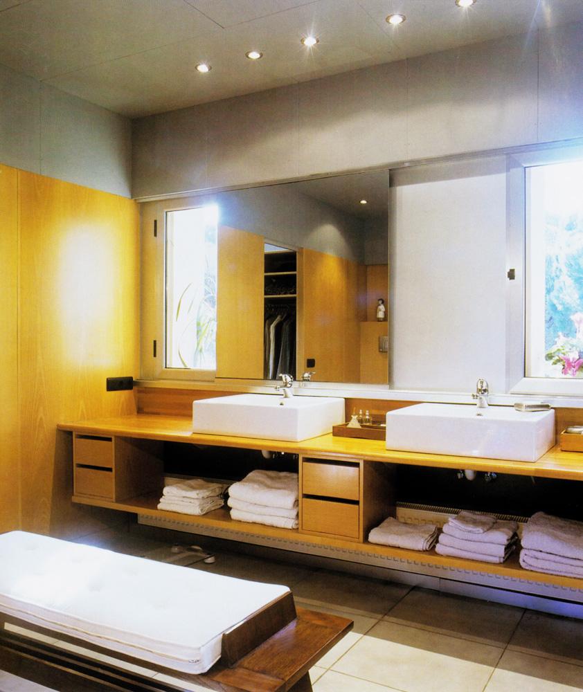 Mueble de baño en roble