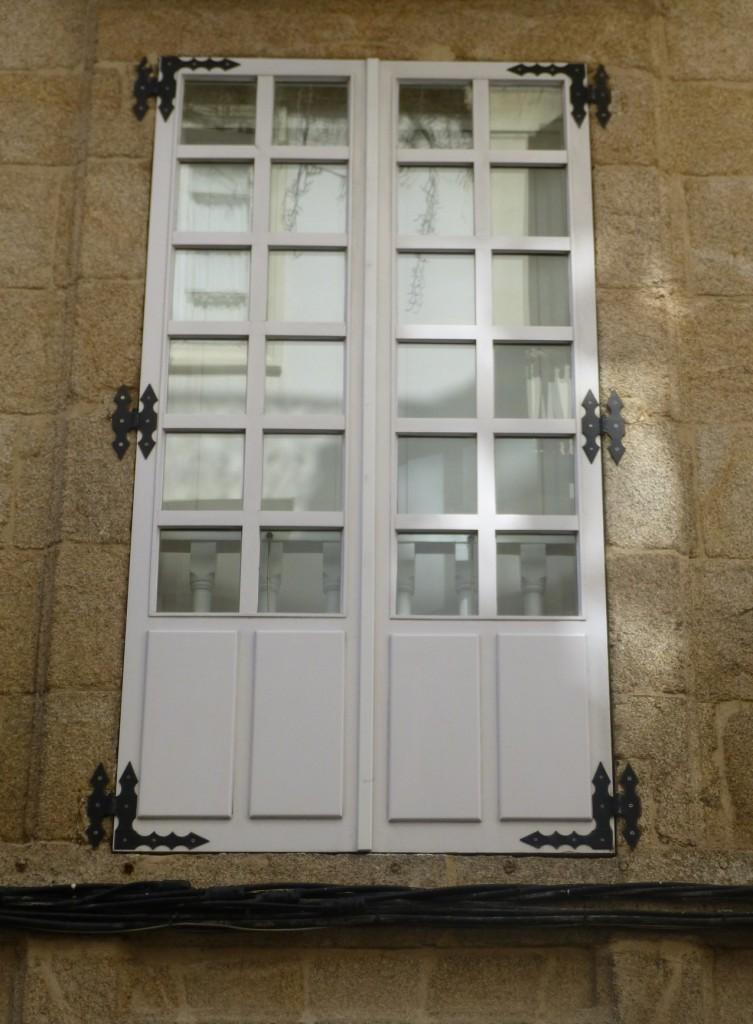 Puerta balconera madera lacada blanco