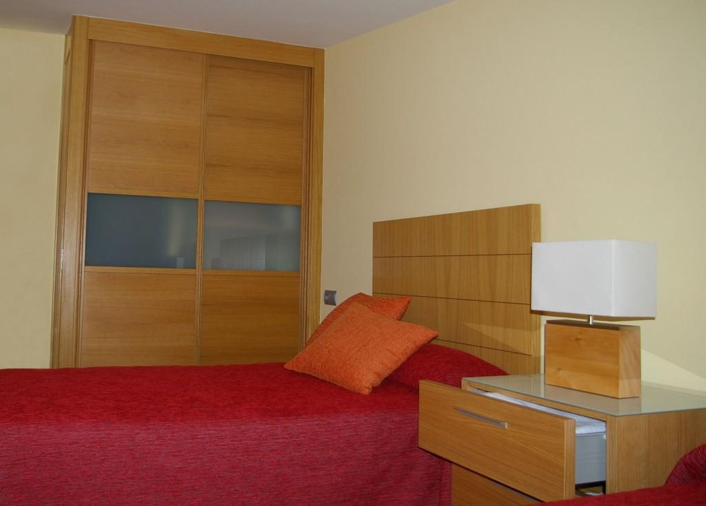 dormitorio en madera de roble vettagrupo