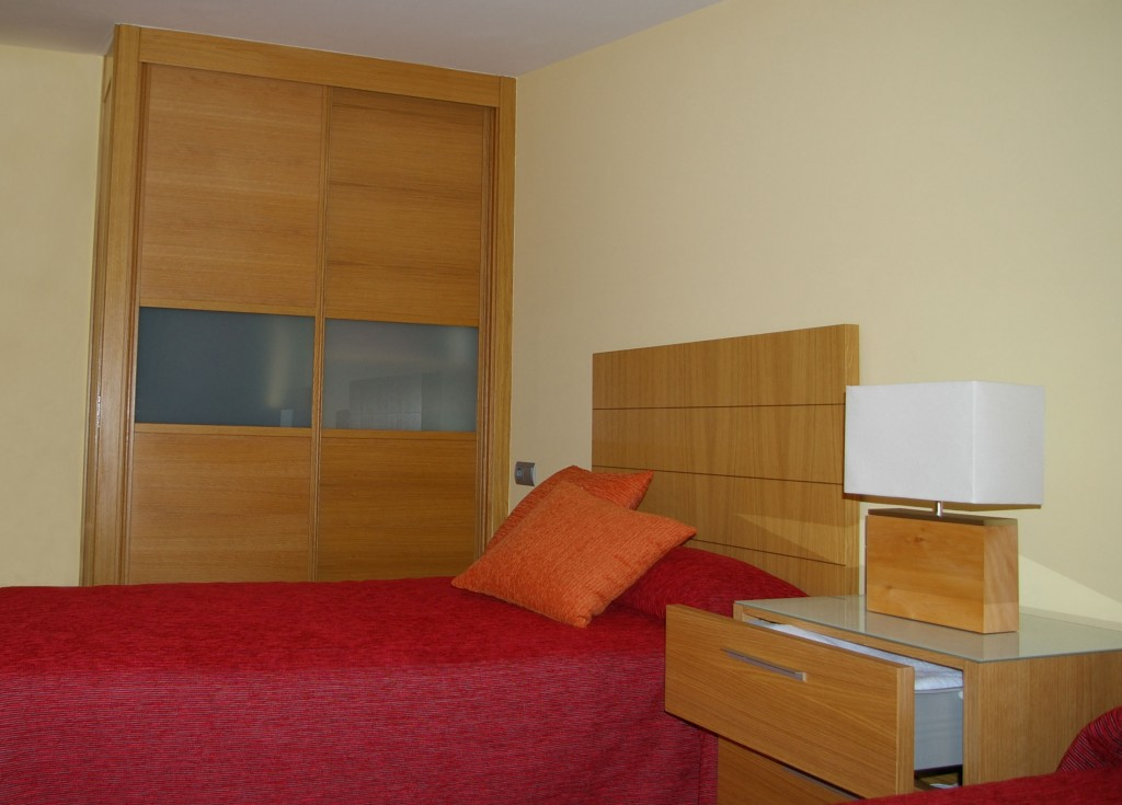 Dormitorio en madera de roble vettagrupo - Madera a medida ...
