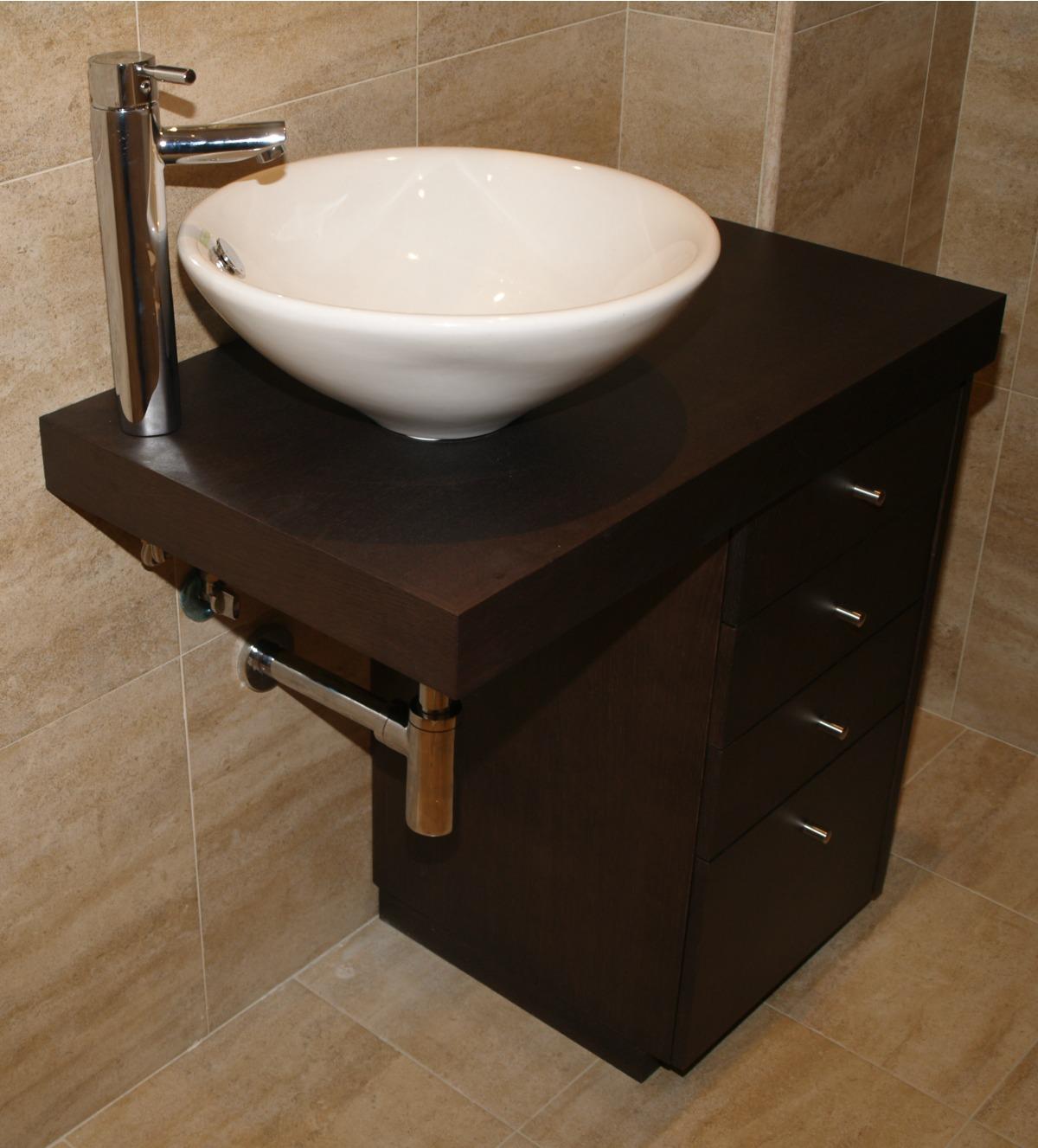 Mueble para baño a medida en wengue