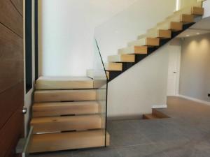 Escalera madera zanca central