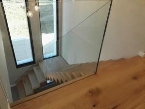 Escalera madera roble viga central metálica
