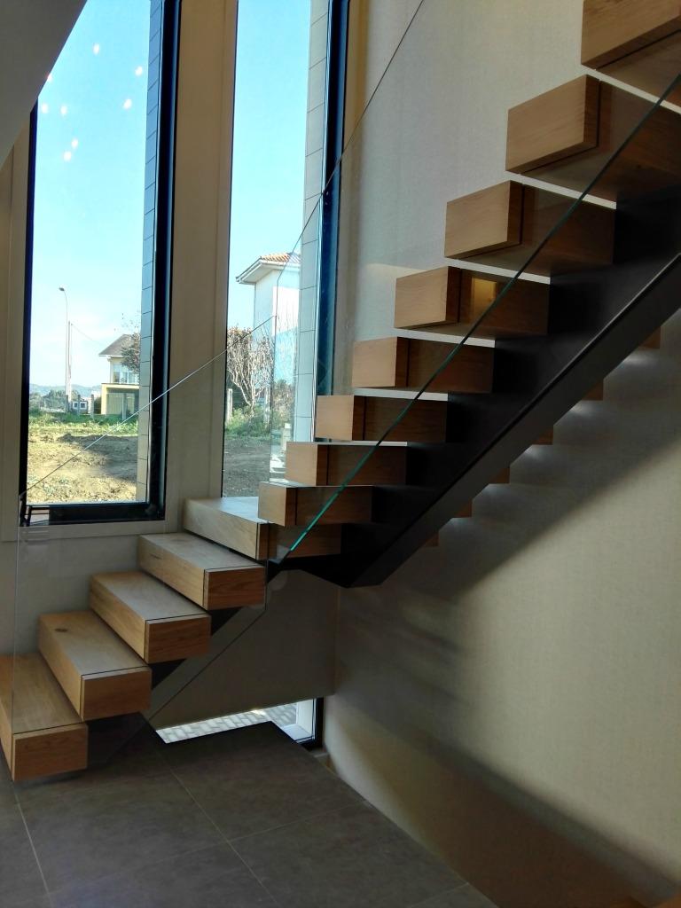 Escalera de madera dise o moderno vettagrupo coru a - Escaleras de diseno ...