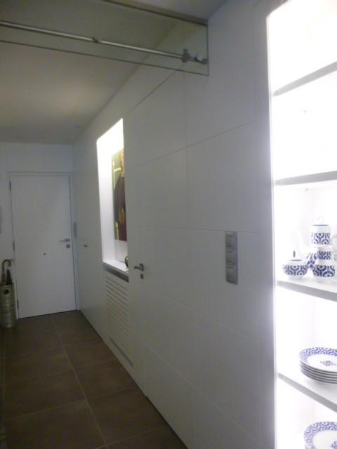 Pared panelada blanca - Mueble a medida